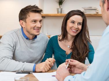 Ein Paar lässt sich beraten