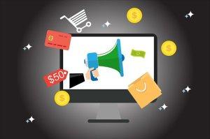 Werbegrafiken vor PC Bildschirm